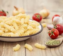 Makaron z pomidorami - pomysł na szybki obiad