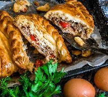 Kulebiak drożdżowy na Wigilię z barszczem czerwonym na zakwasie [WIDEO]