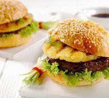 Burger wołowy z ananasem z grilla