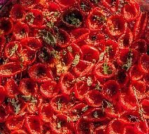 Domowe suszone pomidory: przepis + WIDEO