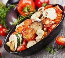Kurczak duszony z cukinią i pomidorami - pomysł na kurczaka