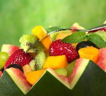 Sałatka owocowa z arbuzem i oliwkami: przepis na pyszną i efektowną sałatkę
