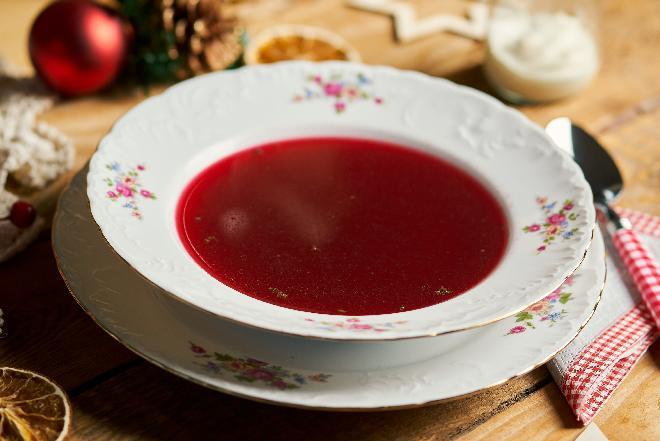 Barszcz czerwony czysty: potrawy wigilijne [WIDEO]