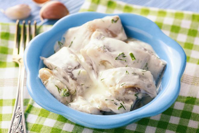 Śledzie po fińsku - pyszna przekąska ze śledzia ze słodko-ostrym sosem