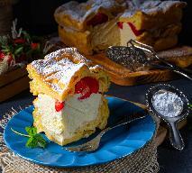 Karpatka z truskawkami - pyszna wersja popularnego deseru