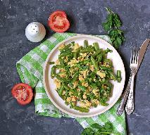 Mrożona fasolka smażona z jajkiem: łatwy przepis na sycący i zdrowy posiłek