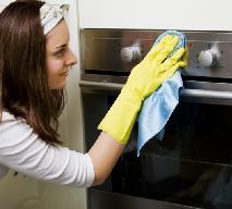 Jak wyczyścić piekarnik? Domowe sposoby na czysty piekarnik [WIDEO]