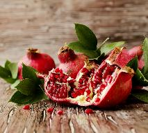 Jak jeść granaty? Porady i przepis na sałatkę z owocem granatu