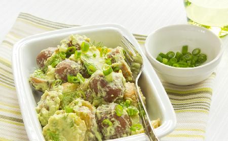 Ziemniaczana sałatka z awokado i koperkiem
