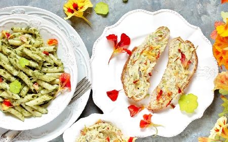 Odżywcze pesto z liści i kwiatów nasturcji: pyszny sos dla zdrowia