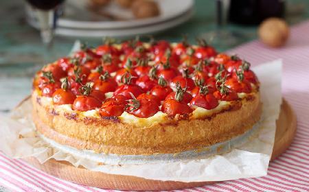 Serowe ciasto półfrancuskie z pomidorami koktajlowymi - wytrawny skmakołyk, który pokocha twoja rodzina