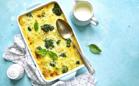 Warzywa pod beszamelem - zapiekanka na szybki obiad [WIDEO]
