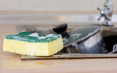 Zmywaki i gąbki kuchenne - co zrobić, by zawsze były czyste?