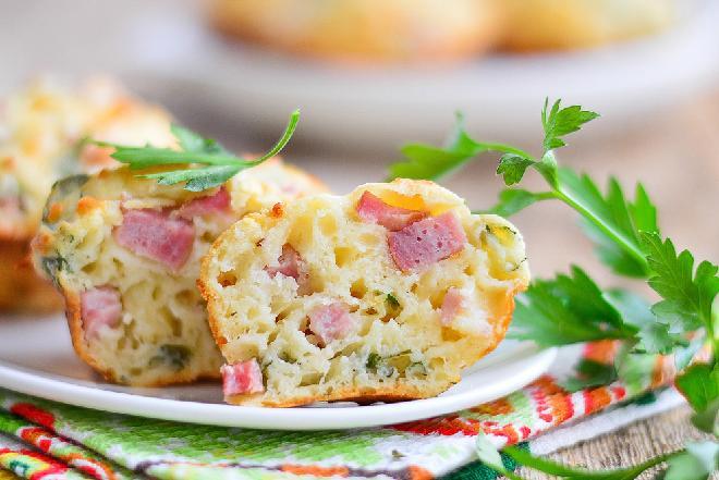 Wytrawne muffinki z serem i boczkiem- idealne na śniadanie i lunch