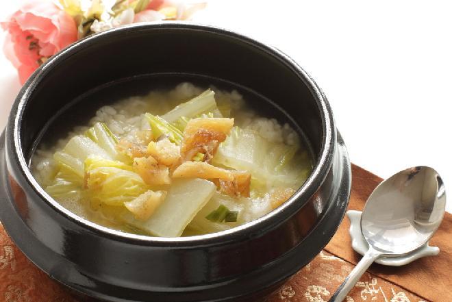Kantoński kapuśniak z pekinki z ryżem - pomysł na kapuścianą ryżankę na niedzielnym rosole