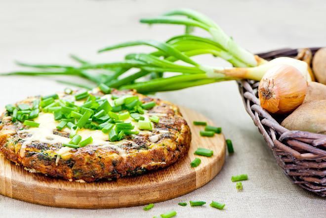 Pyszna hiszpańska tortilla: przepis na omlet z ziemniakami