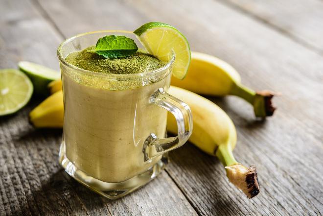 Koktajl bananowy z herbatą matcha